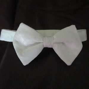 WHITE BOW TIE - DIAMOND EMBOSSED - ADJUSTABLE